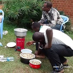 3---Mimi-Moto-as-an-example-at-the-cookstove-workshop-Uganda