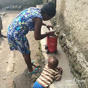 9---Mimi-Moto-Rwanda,-Inyenyeri-learning-how-to-light-the-stove